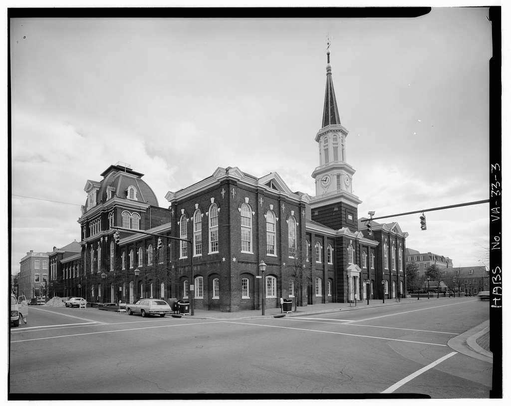 BW Picture of Old Town City Hall